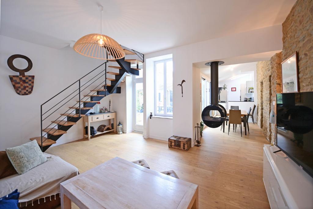 A vendre à Concarneau au centre-ville maison rénovée av...